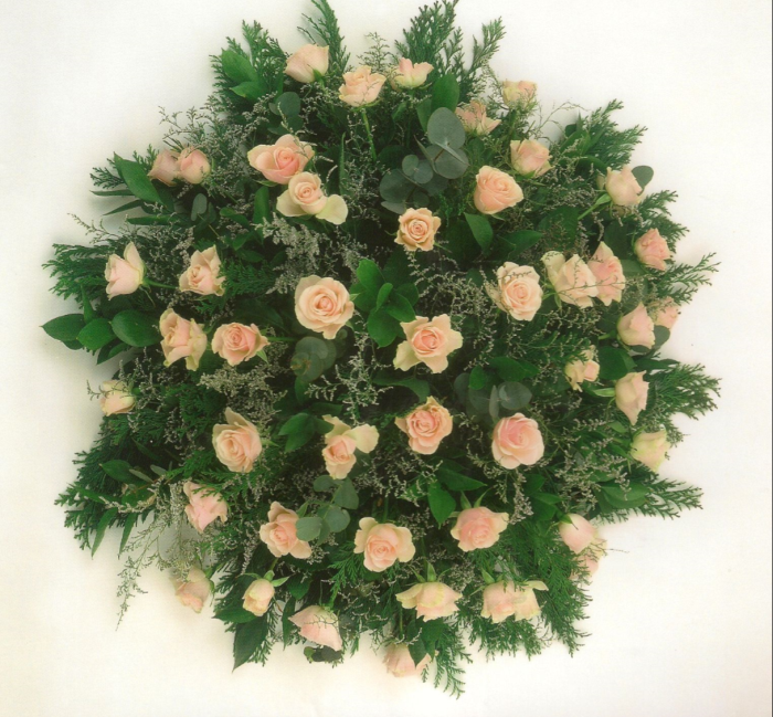 Biedermeier met rozen en biomaterialen, in diverse kleuren te leveren € 100,00