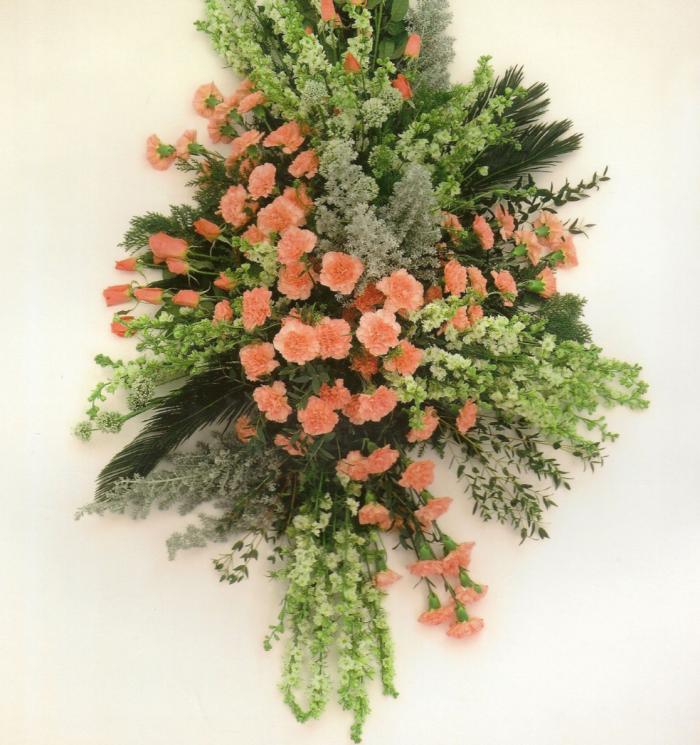 Ridderspoor, anjers en rozen te leveren in geheel wit of roze € 220,00