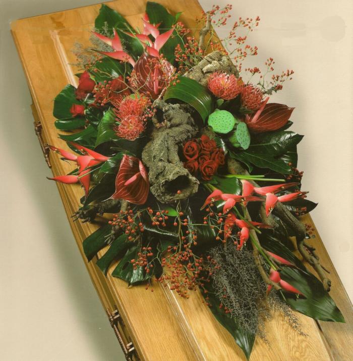 Heliconia en andere exotische materialen € 205,00