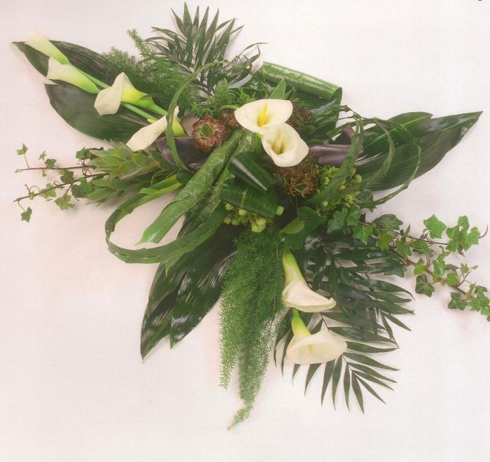 Verschillende bladsoorten met calla's € 140,00