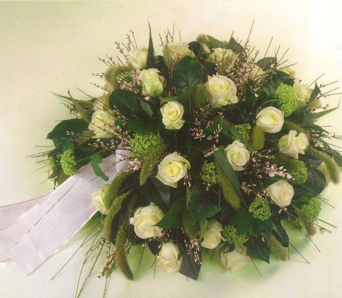 Biedemeier witte rozen € 100,00